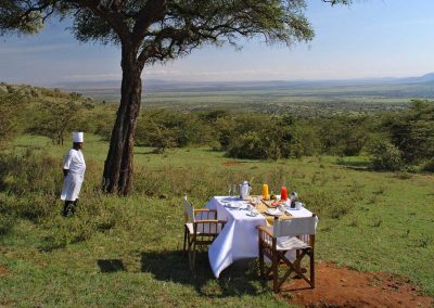 safari-kenya-luxury-mara-bushtops-colazione-in-savana-bush-breakfast-ridim